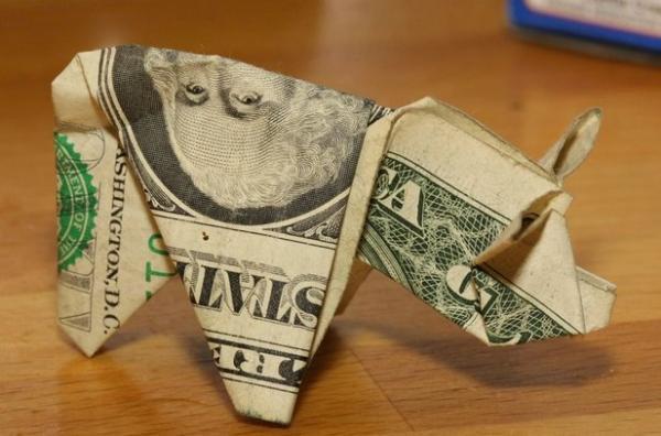 Homem paga multa com 137 porquinhos de origami [galeria]