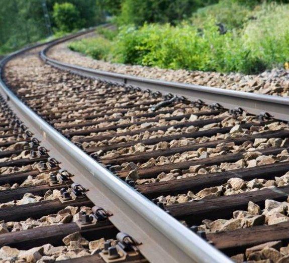 Casal sofre acidente enquanto fazia sexo em trilhos de trem