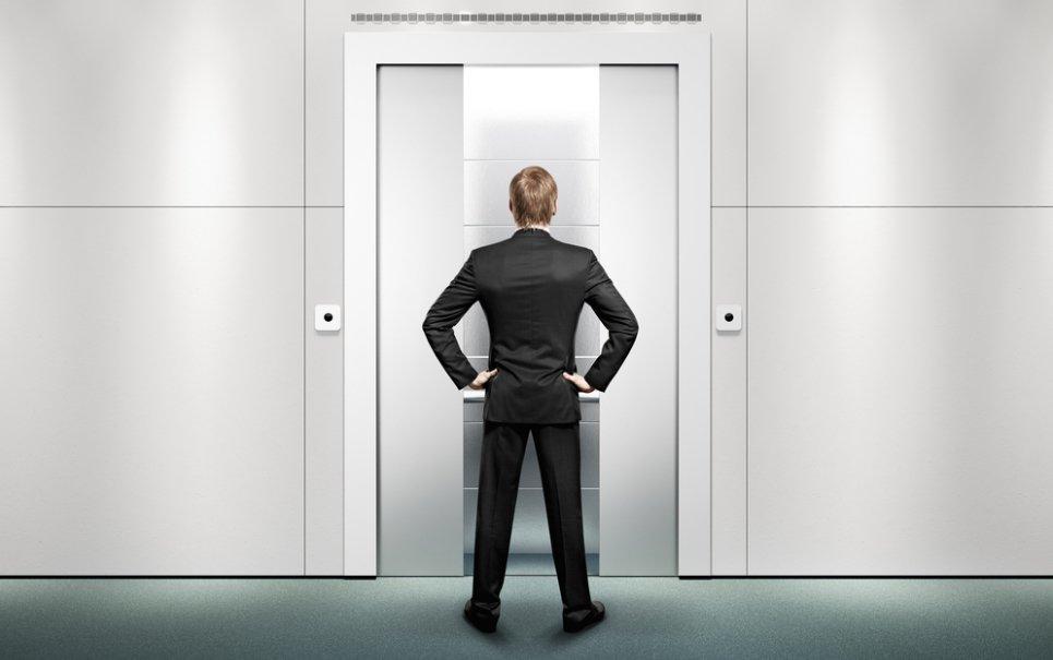 Quer aprender um modo para fazer com que o elevador sempre obedeça a você?