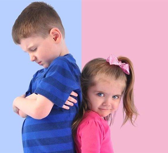 Por que as meninas vestem rosa e os meninos vestem azul?