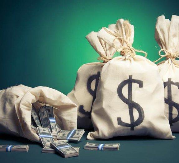 Taí o $ do seu PS4: R$ 4 bi vão pro bolso de filhas de servidores públicos