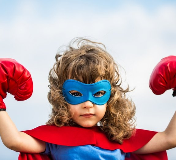 Conheça as histórias emocionantes de 5 crianças que agiram como heroínas