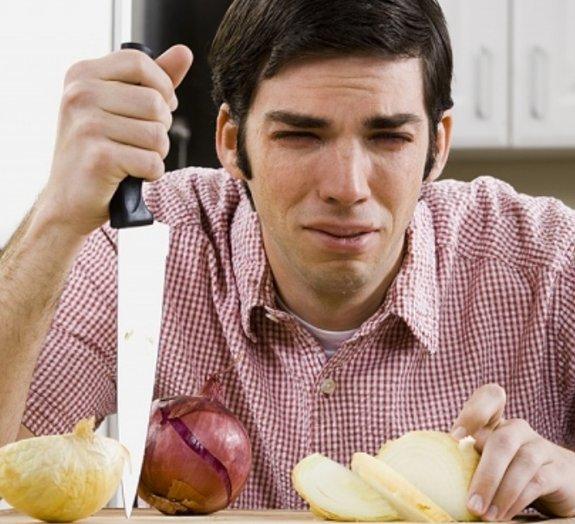 Por que cortar cebolas nos faz chorar?