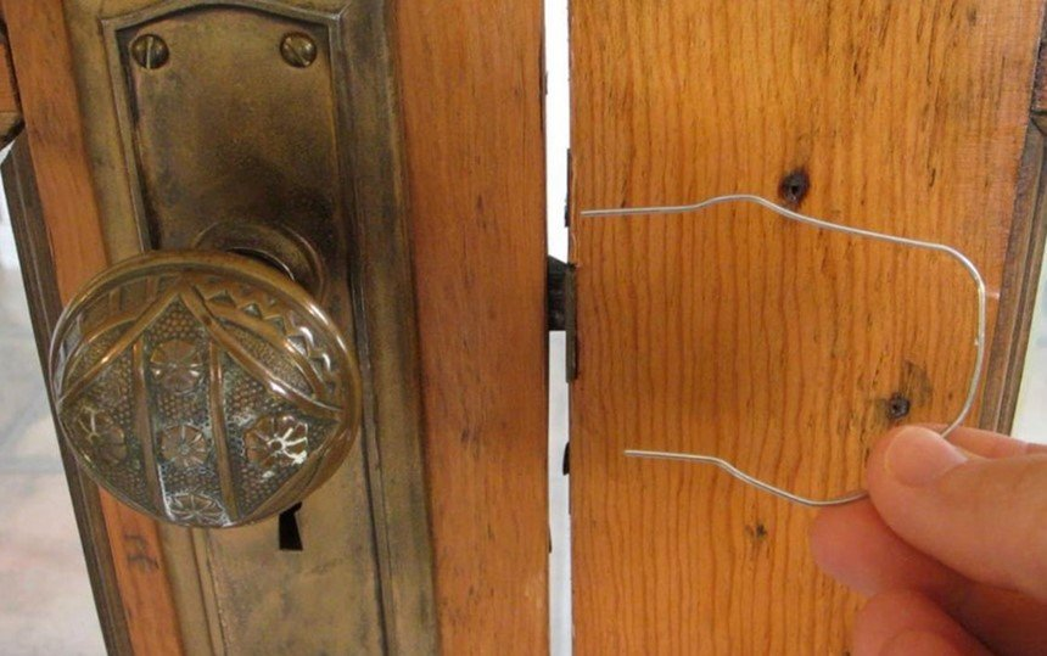 Aprenda a transformar um simples clipe em chave