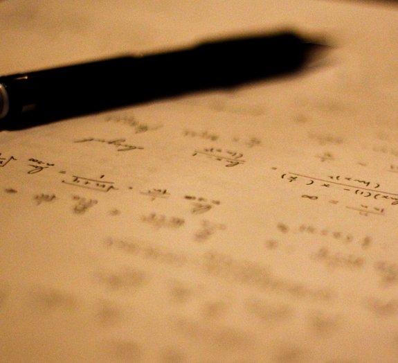 Como foi que o 'X' se transformou na variável desconhecida da matemática?