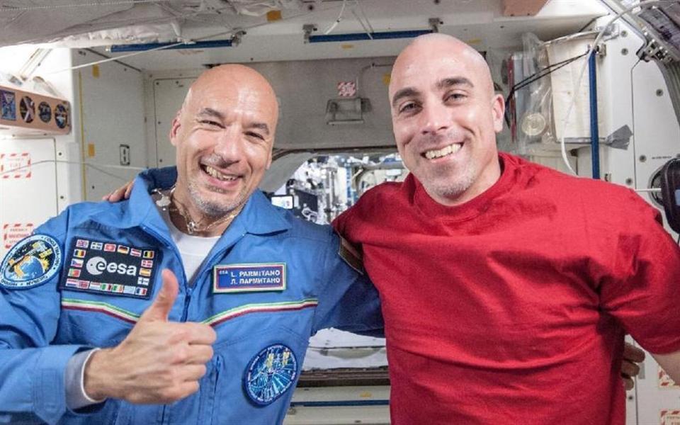 Tem Na Web - Saiba como os astronautas raspam o cabelo no espaço