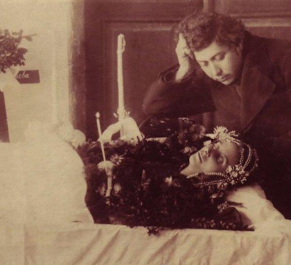 Arte macabra: no passado era costume ser fotografado com os mortos