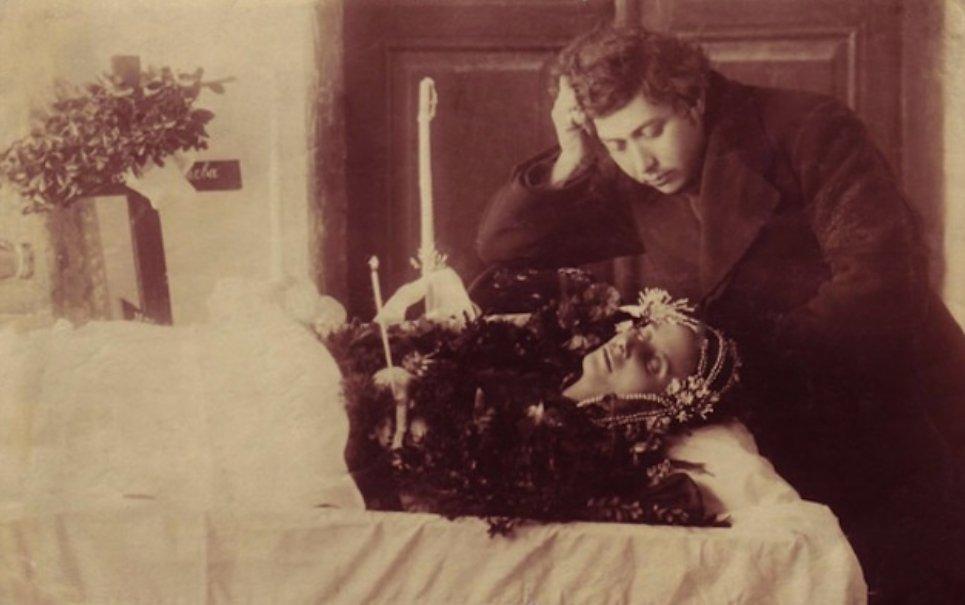 Tem Na Web - Arte macabra: no passado era costume ser fotografado com os mortos