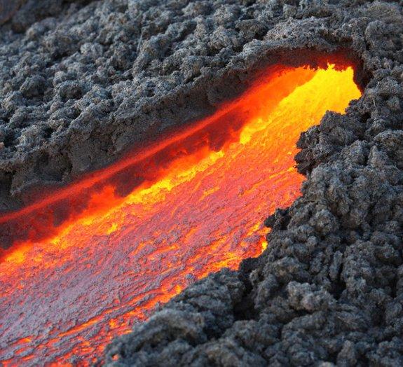 O que acontece quando a lava encontra o gelo?