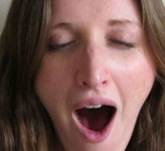 Por que o bocejo é contagioso? Cientistas desvendam o mistério!