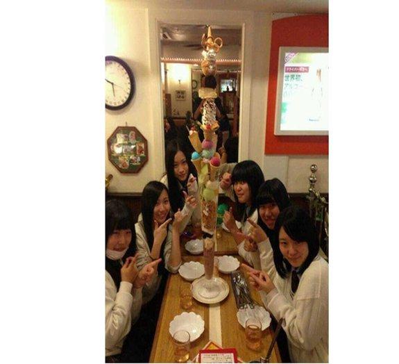 Lanchonete japonesa é especializada em sorvetes gigantescos