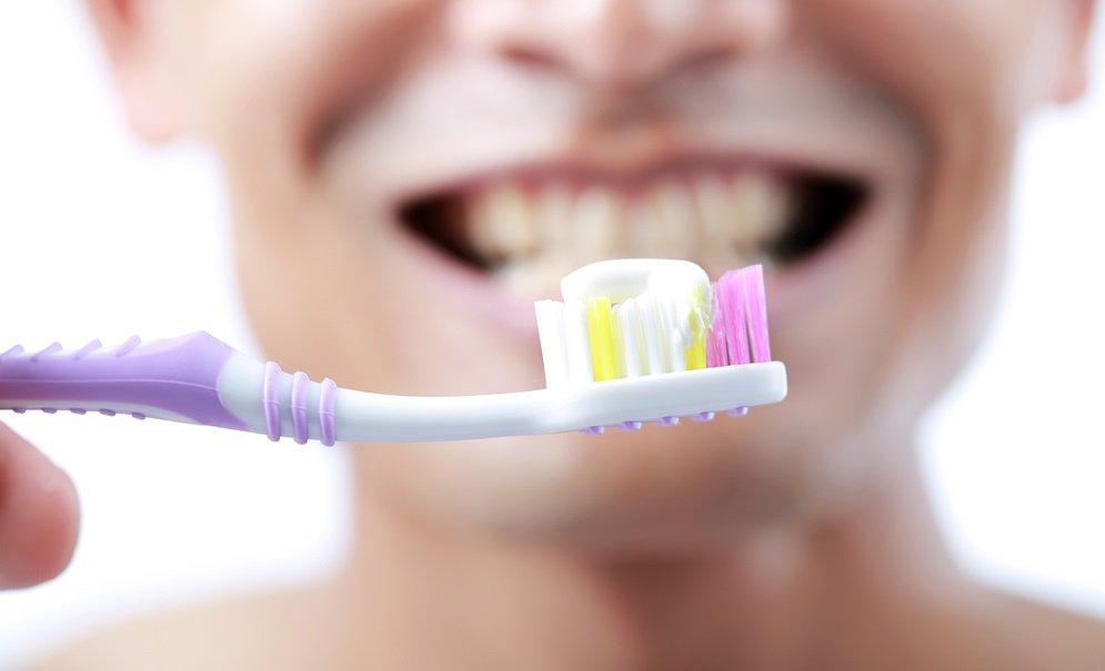 10 coisas nojentas que podem se esconder na sua escova de dente