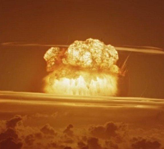 Explosões atômicas mostram que a destruição pode ter seu lado belo
