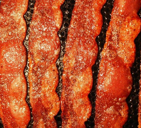 Cientistas explicam o porquê de o bacon cheirar tão bem