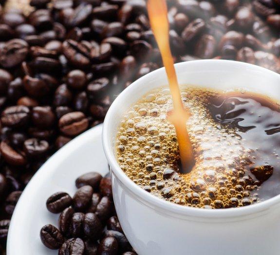 Por que tomar café pode dar vontade de fazer o número 2?