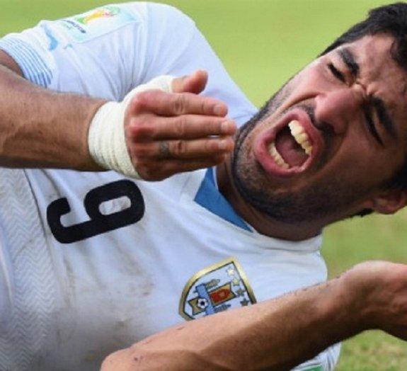 Mordida de Suárez em jogador italiano rende R$ 6.300 em aposta