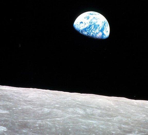 Poderia haver fósseis dos primeiros seres vivos da Terra na Lua?