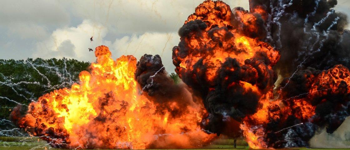 Veja as imagens de um míssil explodindo um tanque de guerra russo [vídeo]