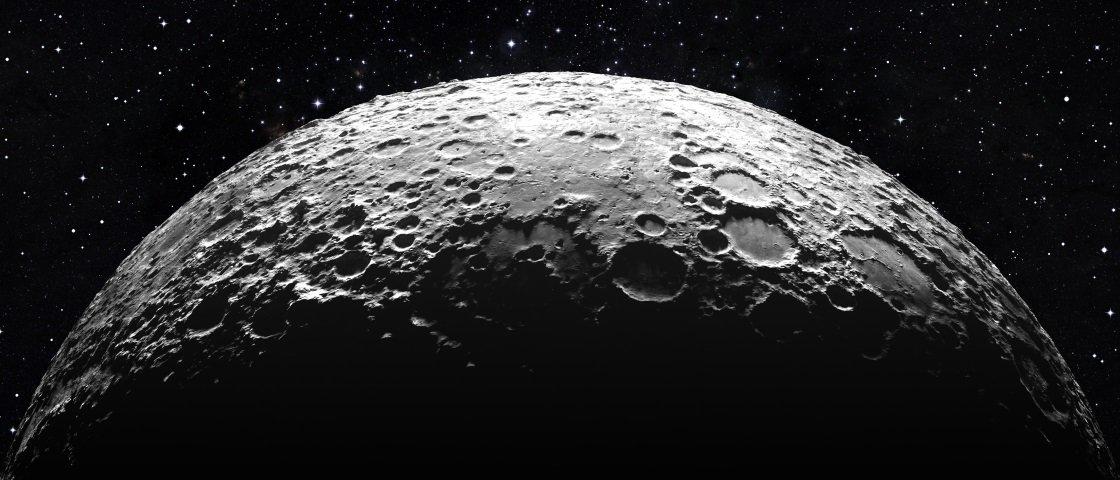 """Atração gravitacional da Terra pode """"derreter"""" um pedacinho da Lua"""