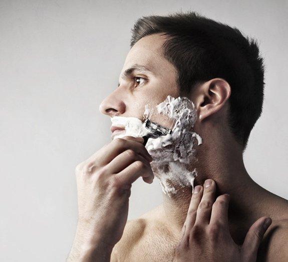 Mito ou verdade: raspar os pelos faz com que eles cresçam mais grossos?
