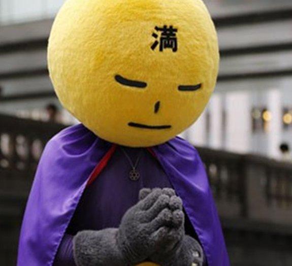 Conheça Lua Cheia, o super-herói que combate a sujeira nas ruas de Tóquio