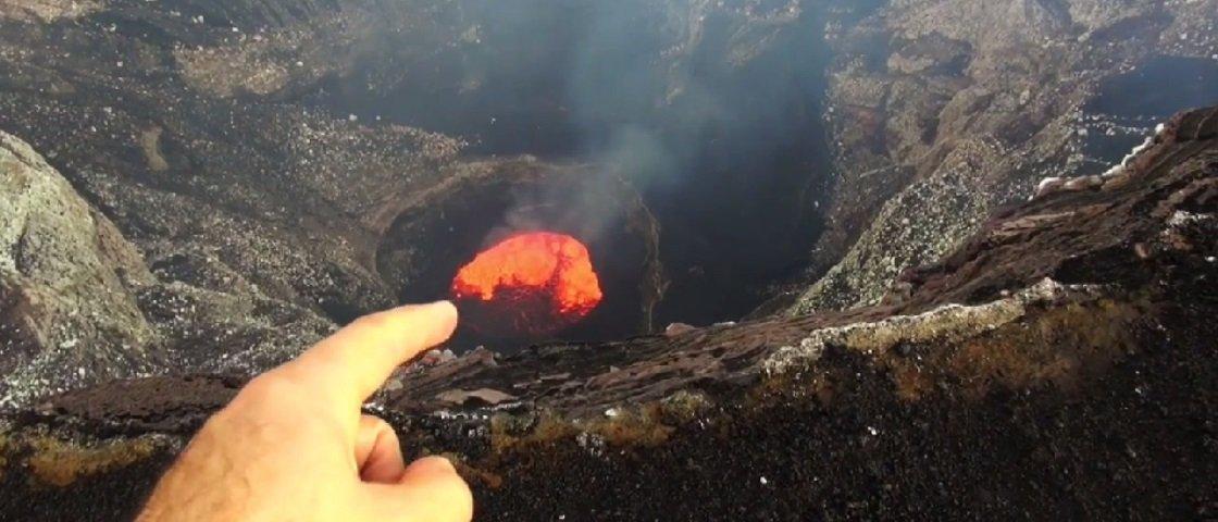 Estes caras praticamente mergulharam em um vulcão ativo – e filmaram tudo!