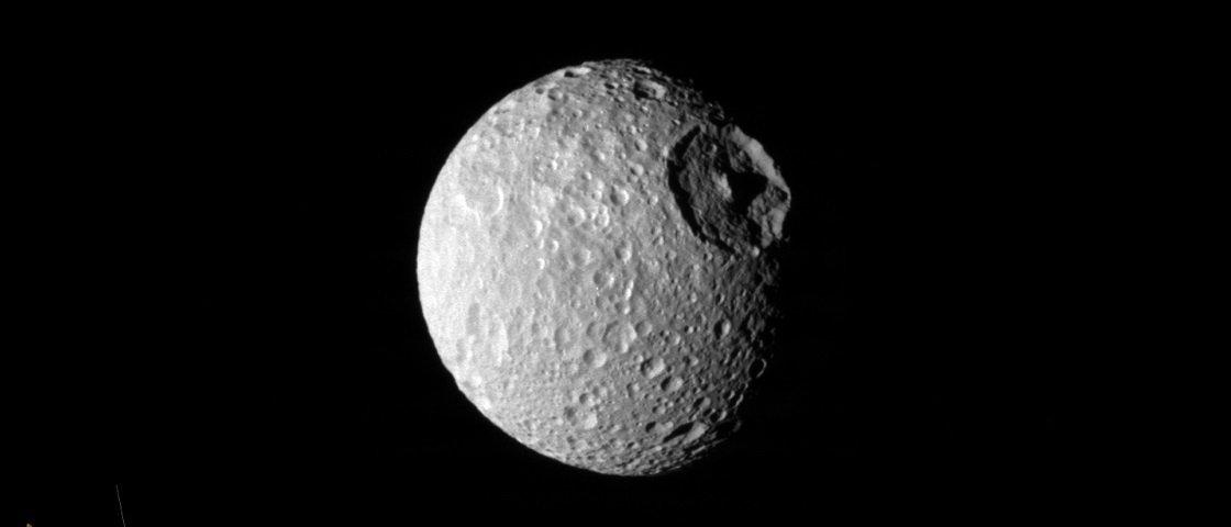 """Conheça melhor Mimas: a """"estrela da morte"""" de Saturno"""
