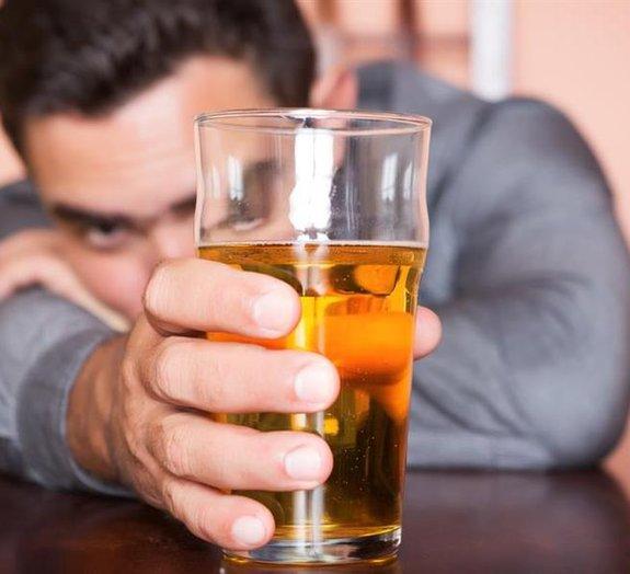 Afinal, quais são os verdadeiros efeitos do álcool no nosso cérebro?