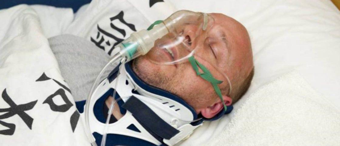 Entenda por que este homem fingiu estar em coma por 2 anos