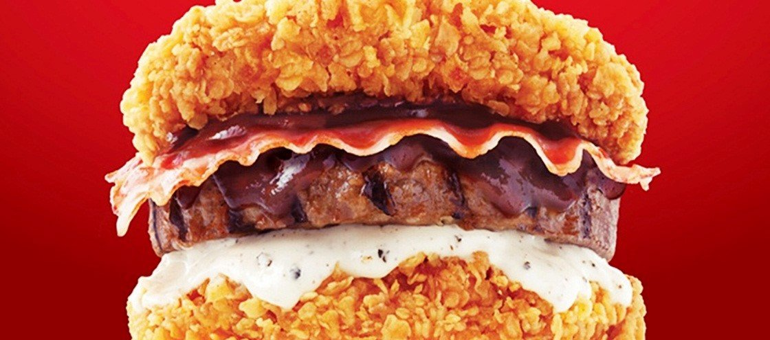 KFC lança hambúrguer sem pão feito apenas de carne coberta com frango frito
