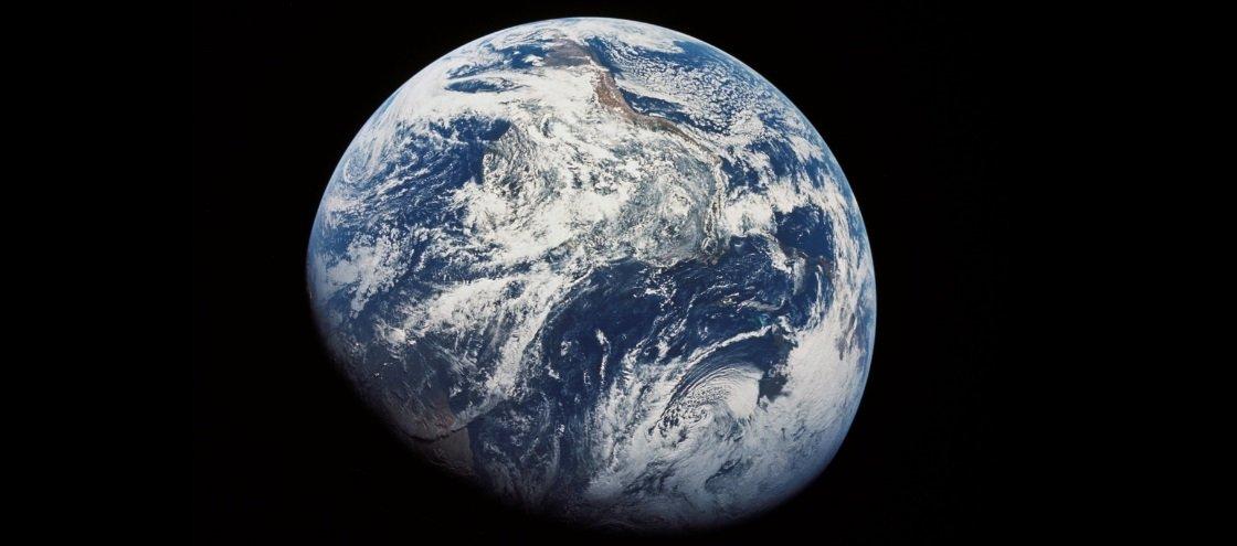 O que aconteceria se pulássemos em um buraco até o outro lado da Terra?