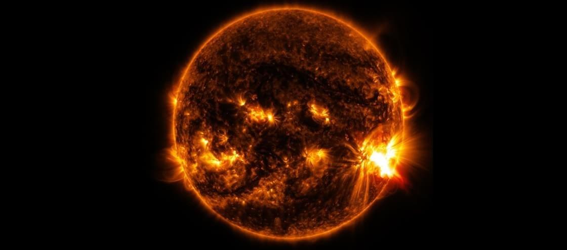 Mancha solar gigante deixa astrônomos pasmos com atividade bizarra