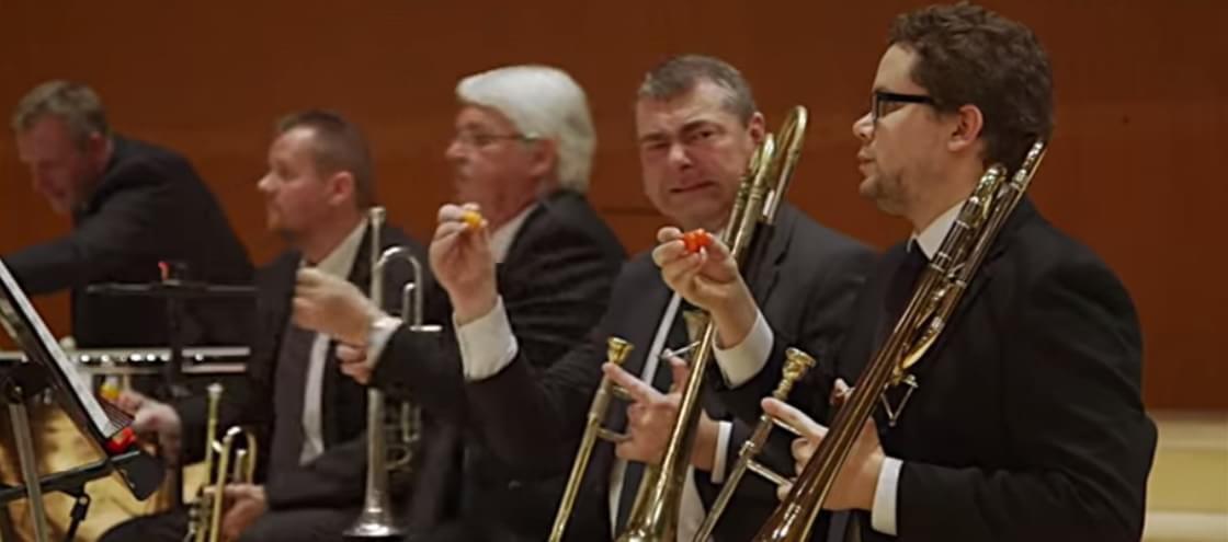 Músicos comem pimenta superpoderosa antes de se apresentar [vídeo]