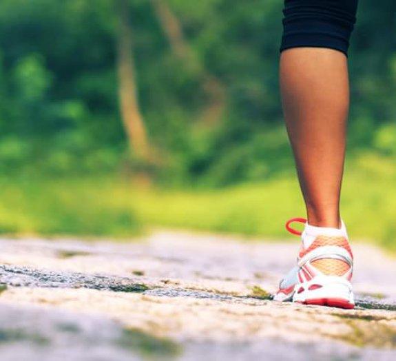 Hora da caminhada: descubra 8 benefícios desse exercício simples