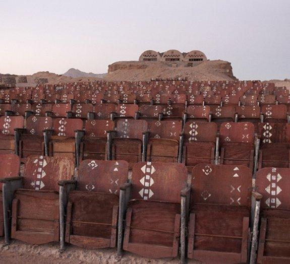 Você sabia que existe um cinema abandonado no meio de um deserto no Egito?