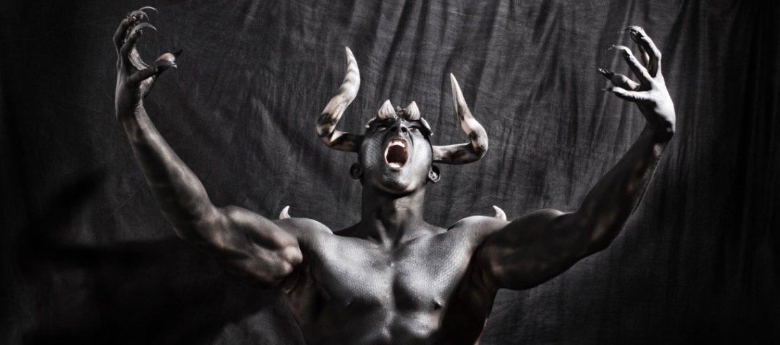 7 casos de pessoas que cometeram crimes horríveis em nome de Satã