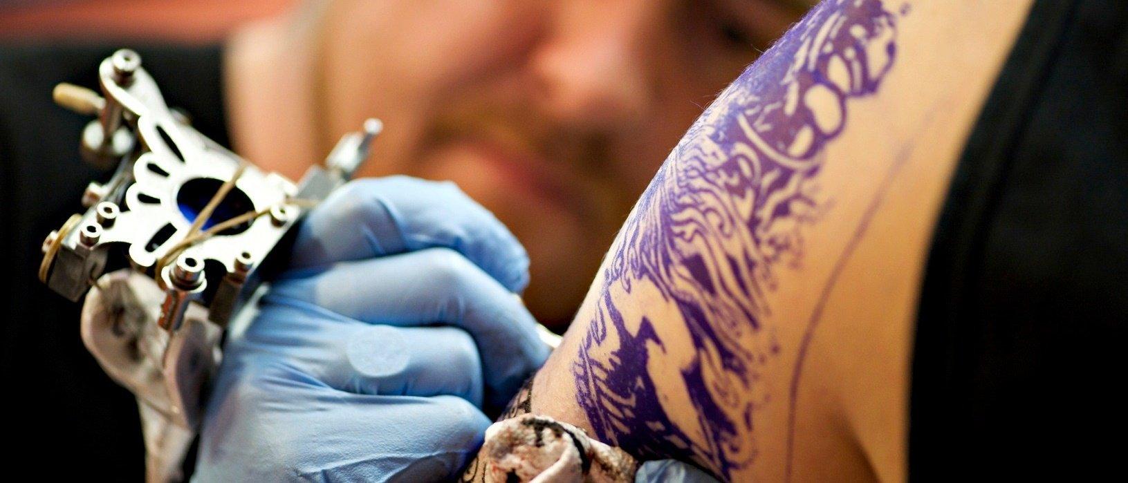 Canadense desenvolve creme para remover tatuagens sem dor ou cicatrizes