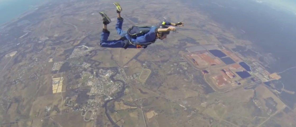 Agonia do dia: paraquedista tem crise epilética durante salto [vídeo]