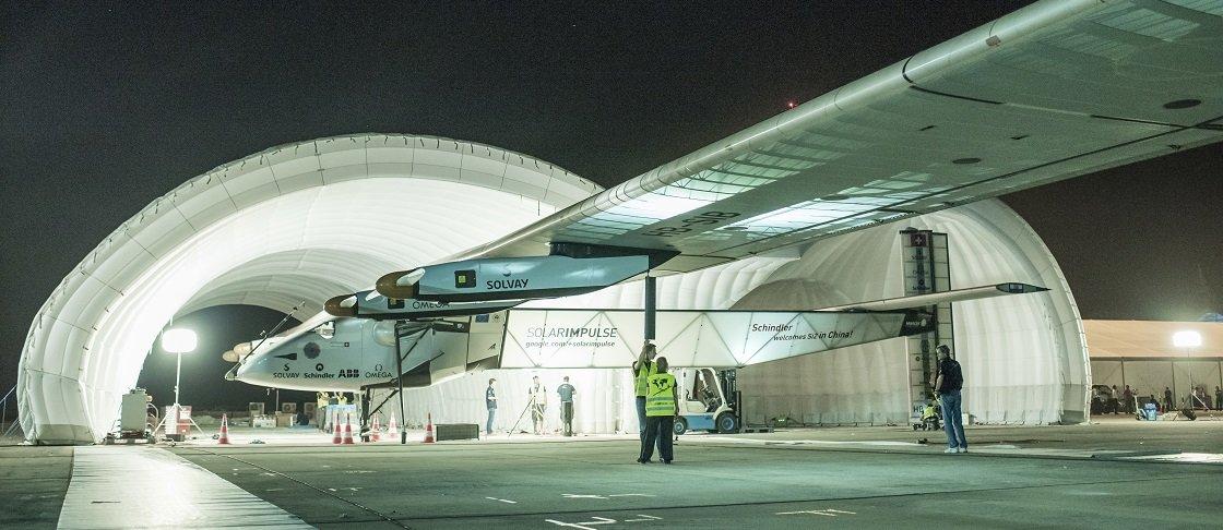 Avião Solar Impulse chega à China após 20h30 de voo