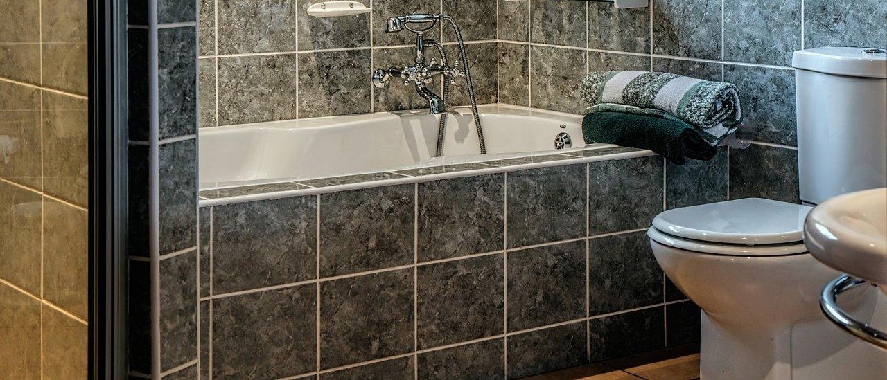 Japonesa acusada de tentar matar o marido por conta de banheiro fedendo