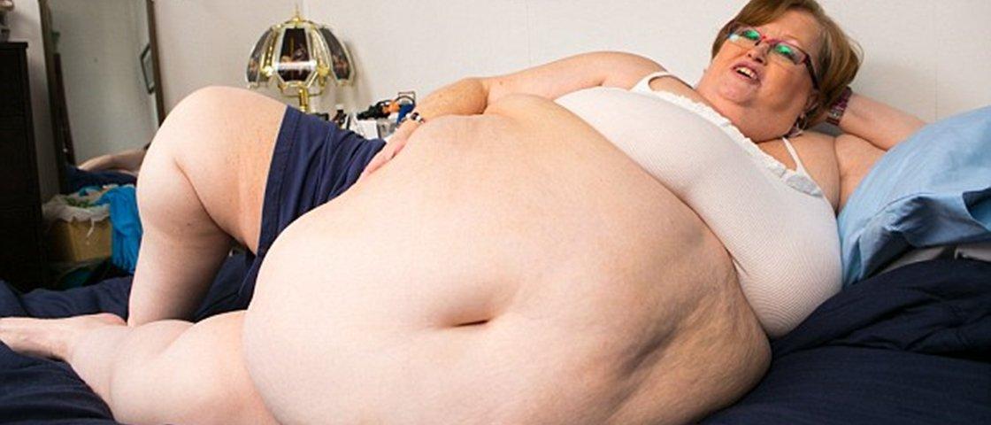 Modelo afirma que sua barriga de mais de 2 metros atrai vários homens
