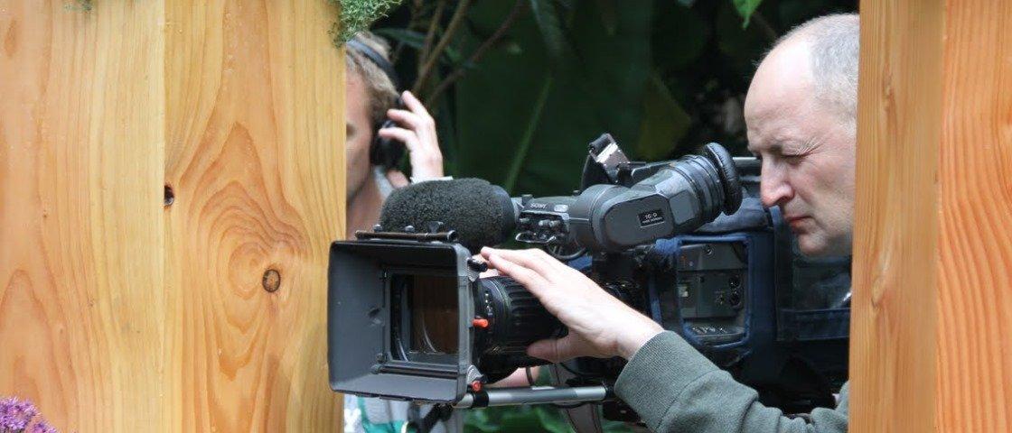 Veja 12 cenas de filmes em que a equipe de filmagem aparece acidentalmente