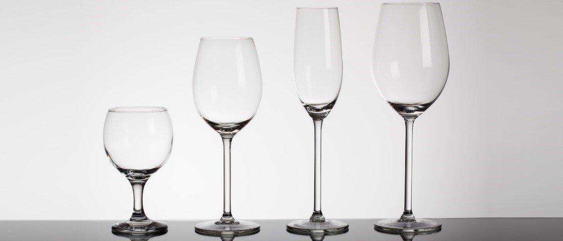 409233b67 Entenda por que as taças de vinho têm tamanhos e formatos diferentes ...
