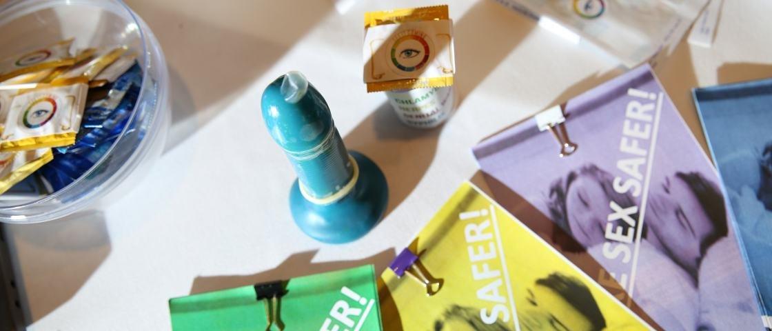 Adolescentes criam camisinha que muda de cor em contato com DSTs