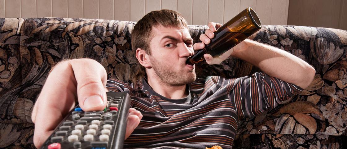 Pessoas de olhos azuis são mais propensas ao alcoolismo?