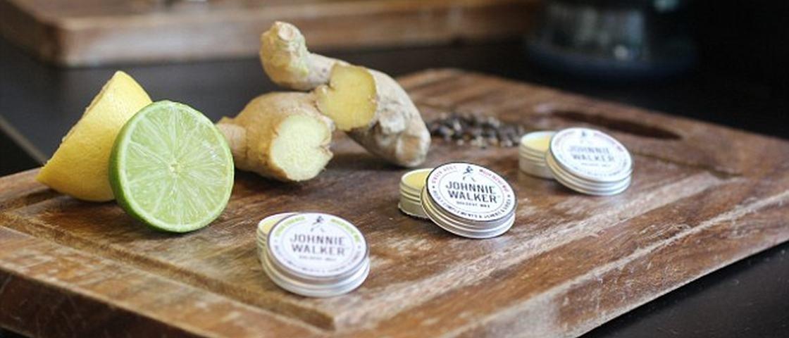 Johnnie Walker lança cera de bigodes para intensificar o sabor do whisky
