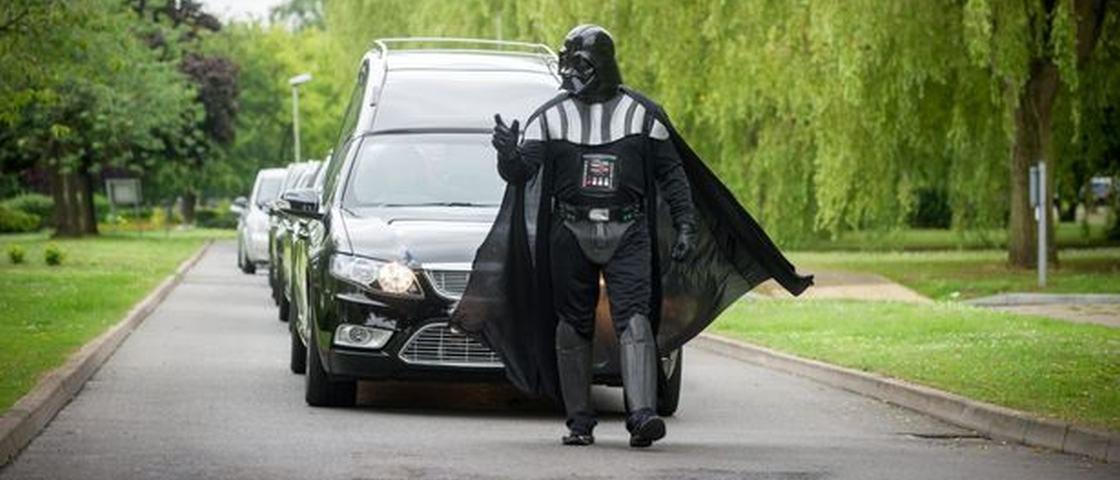Funeral à fantasia? Confira essa maluquice que teve até o Darh Vader