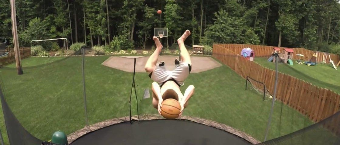 'Dupla-cesta twist!' Jovem impressiona misturando basquete e cama elástica