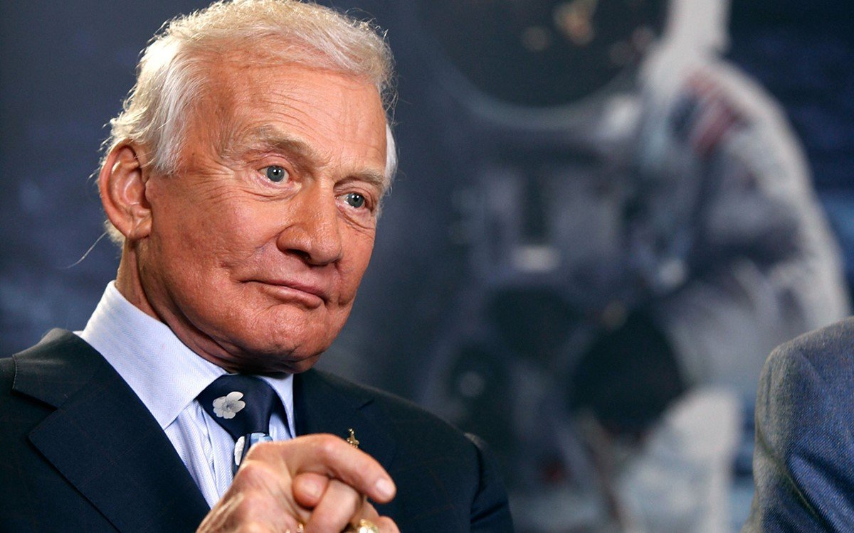 Gente como a gente: Buzz Aldrin teve que fazer alfândega ao voltar da Lua