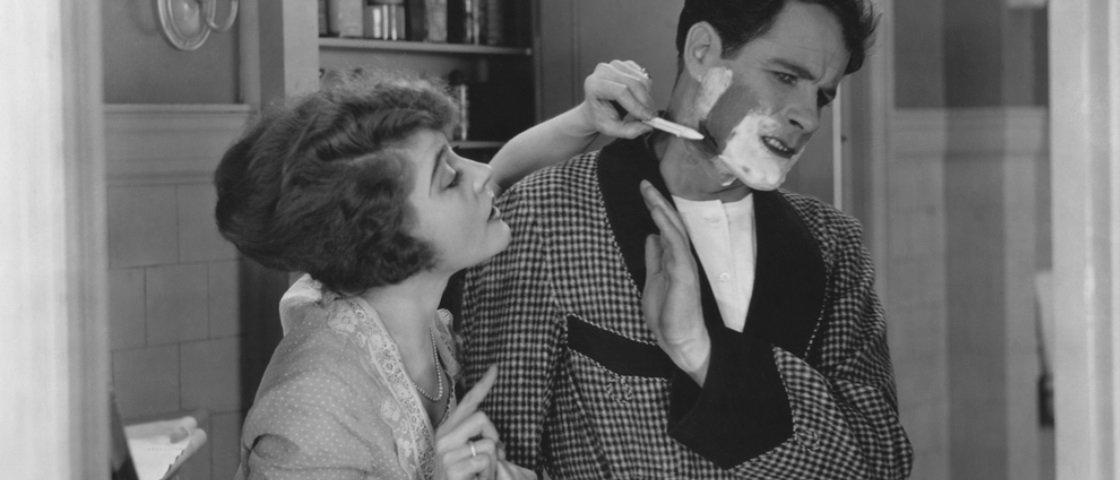 5 conselhos que as esposas ouviam nos anos 50 para agradar seus maridos